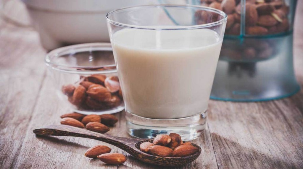 Crushed Almonds with Milk
